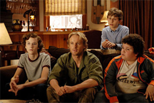 Owen and the kids: Without Luke or Jackie, he fades like invisible ink. Top, Leslie Mann