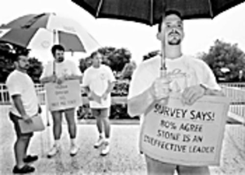 Pete Salvo, at far left, and other Hollywood police officers demonstrated against former Chief Rick Stone in September 1998.