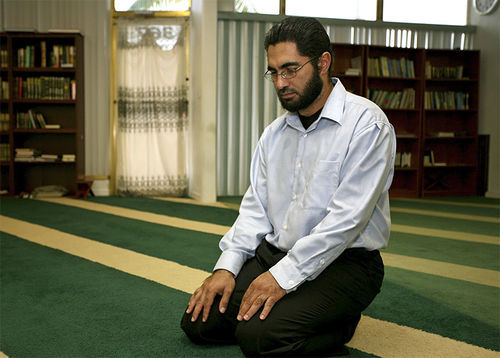 Imam Foad Farahi says he turned down the FBI's invitation to be an informant.