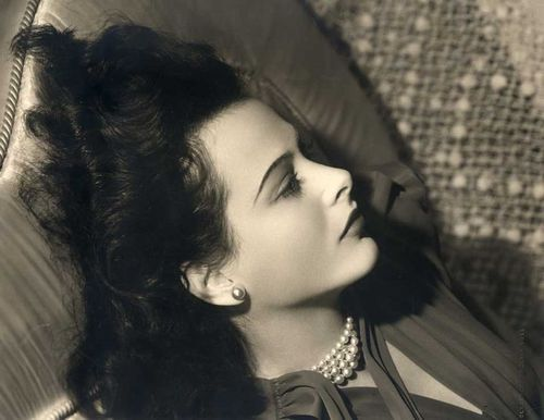 The lesser-known but similarly influential Clarence Sinclair Bull captured Hedy Lamarr in 1939.