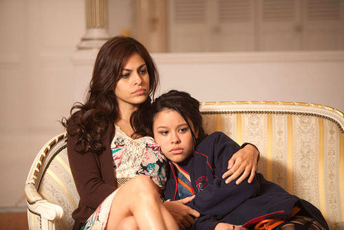 Grace (Eva Mendez) and Ansiedad (Cierra Ramirez) in Girl in Progress.