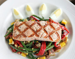 Pi&amp;ntilde;on&#039;s grilled salmon salad: Um, where are the greens?