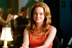Skeeter (Emma Stone) writes about her white hometown from a black perspective.