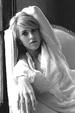 Liz Phair: Over indie, under contract