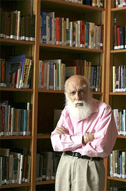 "Randi visits the ""Isaac Asimov Library"" at the James Randi Educational Foundation in Fort Lauderdale."