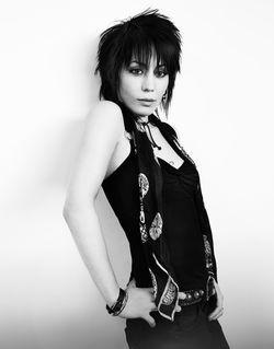 Joan Jett has earned  &quot;the right to plug in and rock out.&quot;