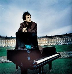 Jamie Collum sits where he tinkles — on the ivories.
