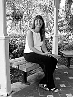 Mystery novelist Christine Kling wants her readers to see Fort Lauderdale from a river's-eye view.